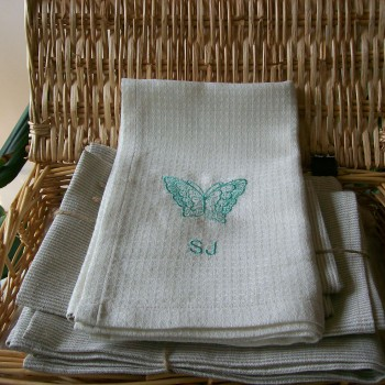 LINEN TOWEL WITH EMBROIDERY OF A BUTTERFLY